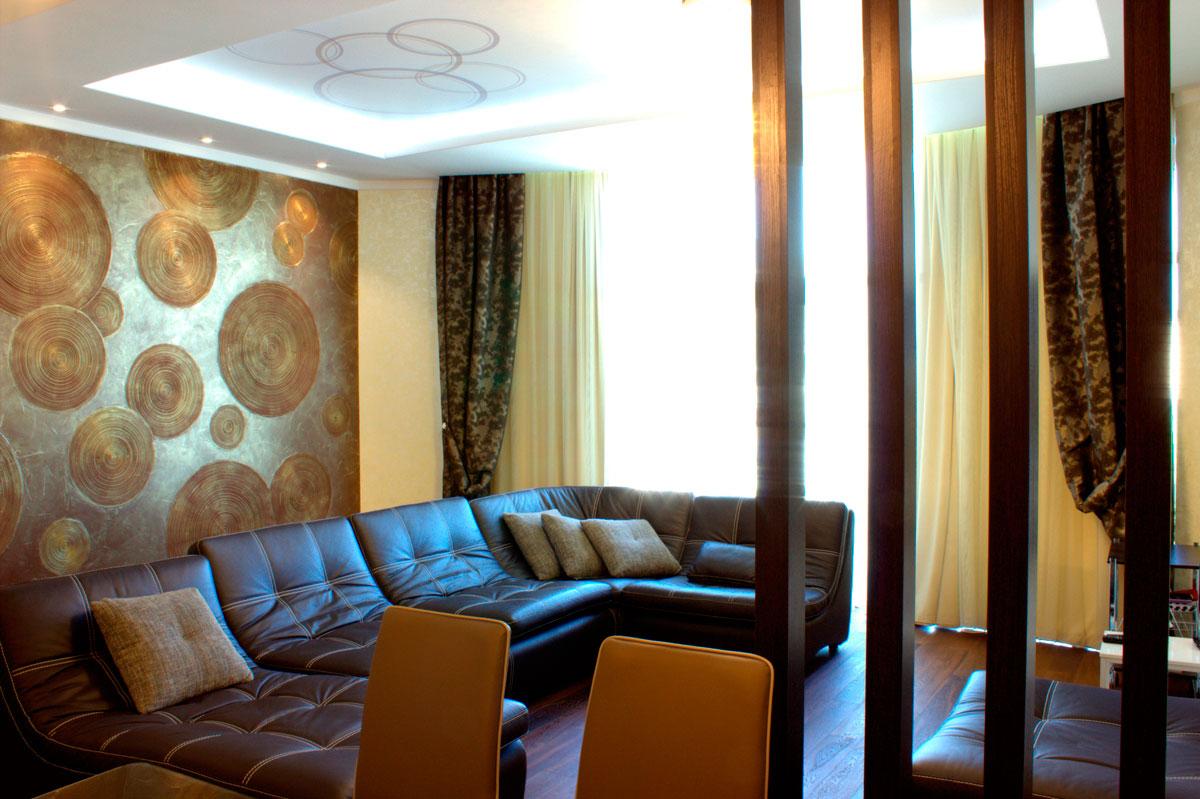 квартира студия модернизм с видом на кожанный диван