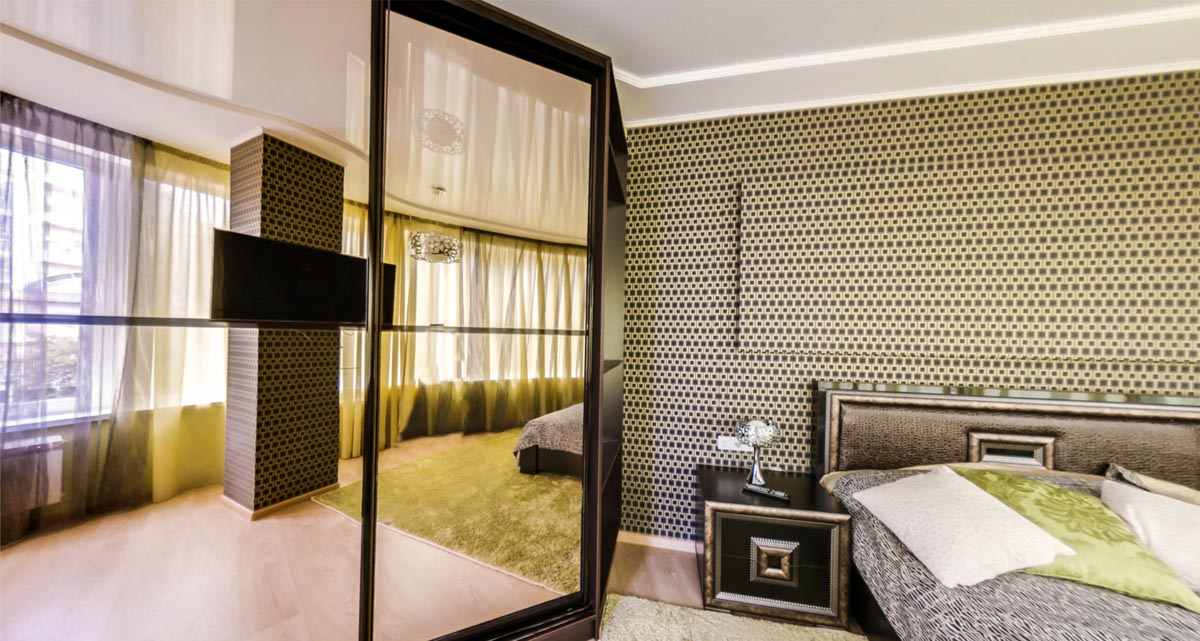 Спальня с видом на шкаф